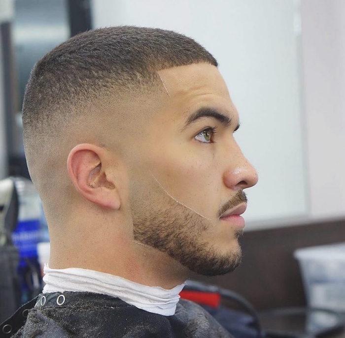 idée coiffure courte homme avec fondu haut et barbe en dégradé courte