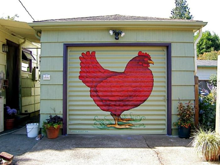 mur de garage peint en vert menthe avec un dessin de gros coq rouge, décorer un mur extérieur avec un gros dessin, deco mur exterieur