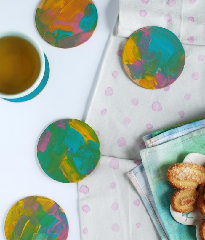 dessous de verre personnalisé de peinture colorée motif abstrait, cadeau fin d année maitresse a faire soi meme