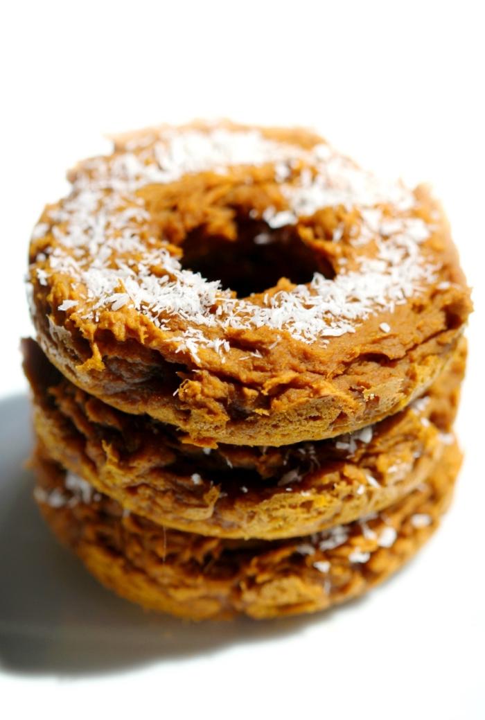recette saine de beignets vegan sans gluten ni sucre ajouté, à la patate douce et à la cannelle