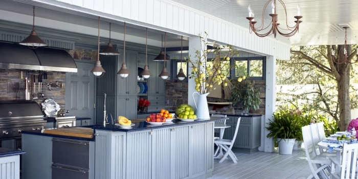 choix de barbecue ou gril d'extérieur en acier inoxydable, modèle de cuisine de jardin couverte avec toit de bois