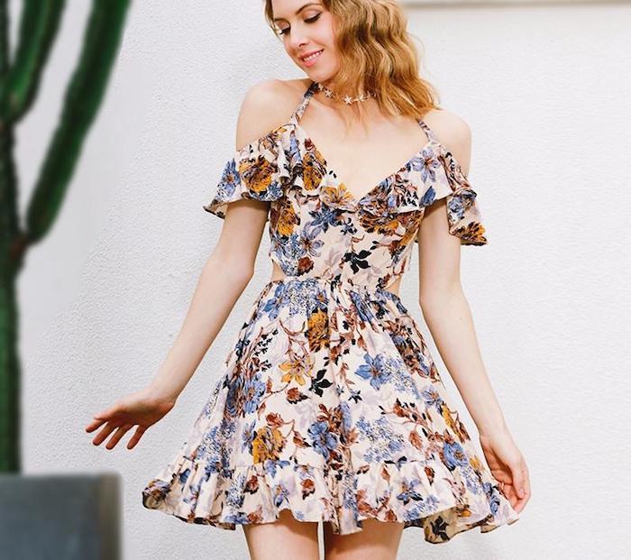 Robe longue a fleur robe fluide femme à la plage image robe d'été photo robe adorable épaules dénudées robe fleurie courte été tenue