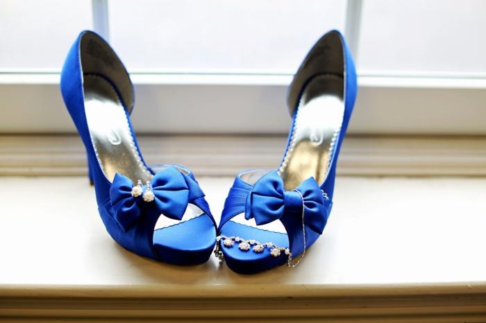 chaussure mariee, chaussure femme mariage aux talons aiguilles, intérieur couleur dorée, grands nœuds devant, chaussure ceremonie femme