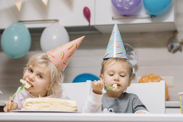Recette gateau anniversaire gateau anniversaire facile cool idée design gateau enfants qui mangent gâteau