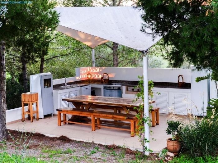idée comment construire une cuisine dans le jardin avec abri, aménagement extérieur avec équipement de cuisine