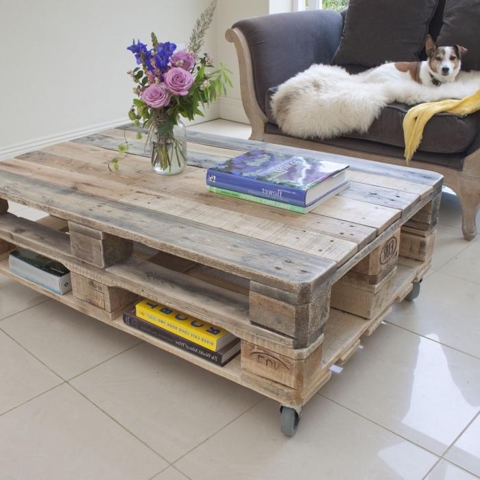 comment fabriquer tabla basse avec deux palettes superposées, disposant d'espace de rangement pour y ranger ses livres et ses magazines