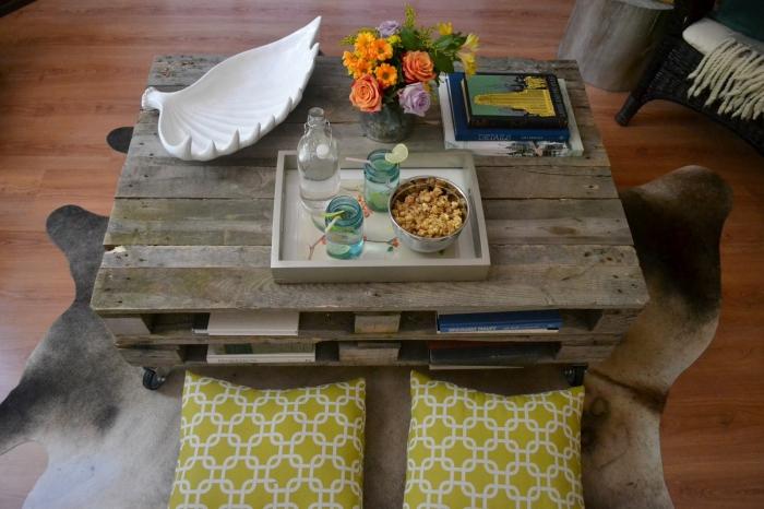 comment fabriquer une table basse avec deux palettes superposées, une table récup qui a gardé son aspect brut