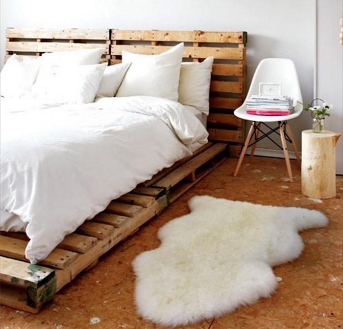 lit pour déco rustique en palettes basses dans chambre style scandinave