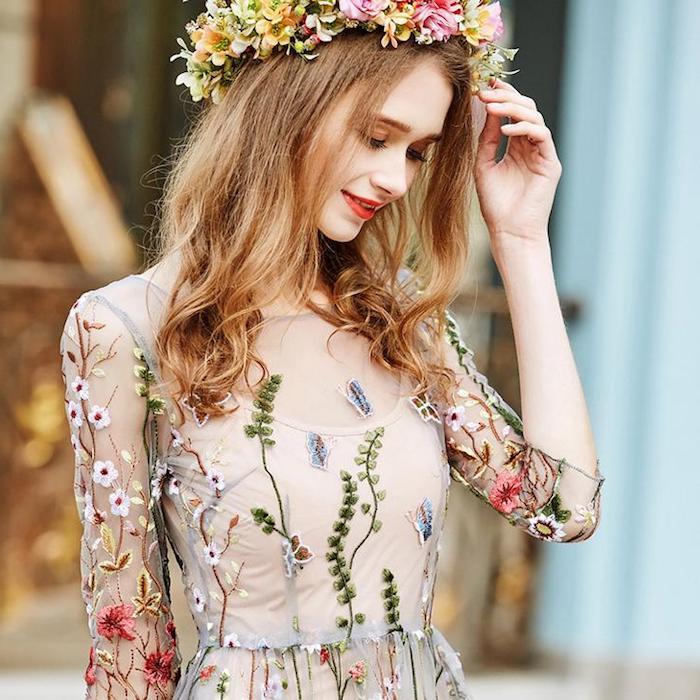 Idée de vetement hippie chic robe été longue comment s habiller demain robe femme avec couronne de fleur sur la tete robe dentelle fleurie