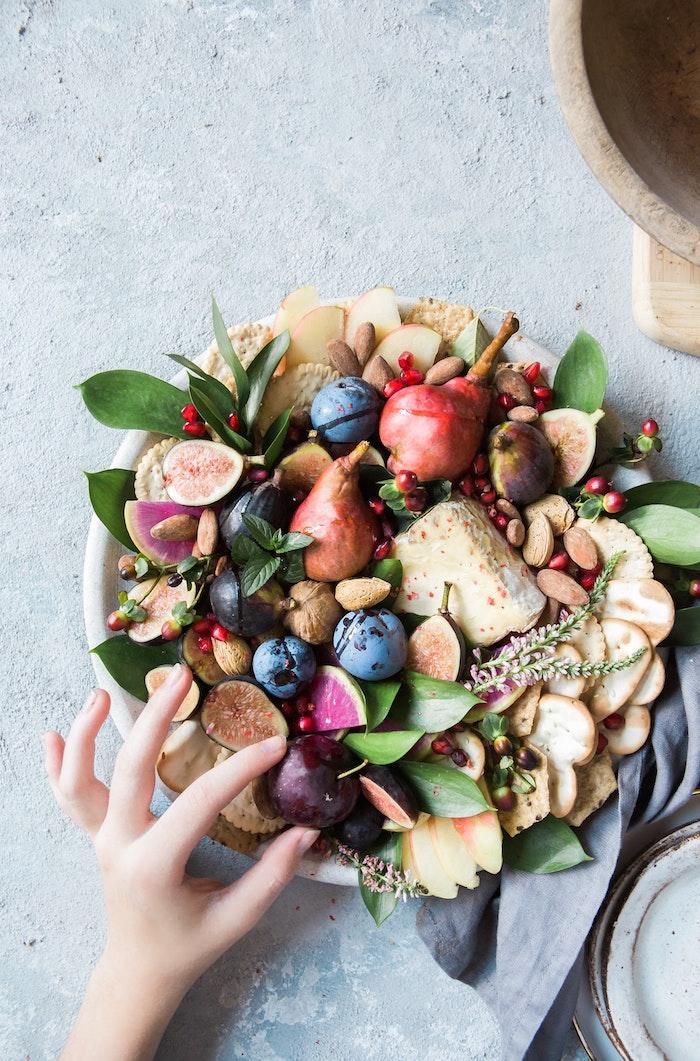 Gateau facile et original gateau anniversaire facile le dessert qu on peut permettre cool idée automne fruits et crackers