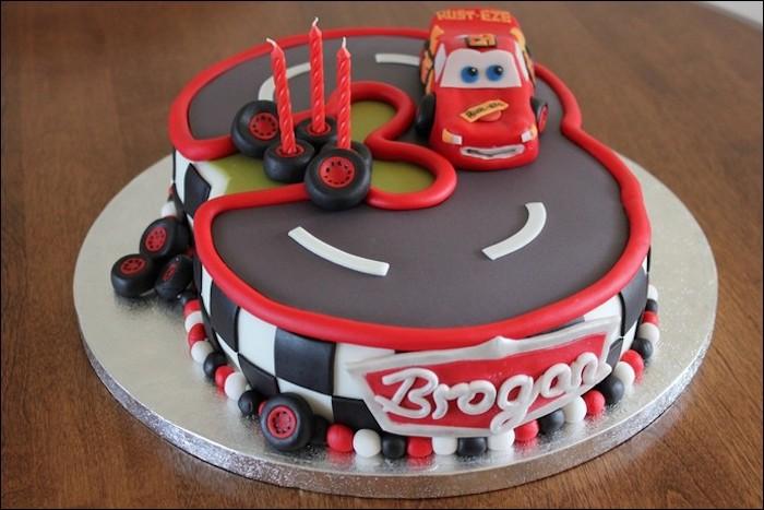 Gateau anniversaire 3 ans dessert facile et rapide beaux gâteaux idée déco gâteau mac queen voiture rouge pixar