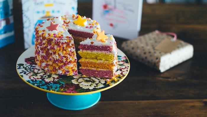 Gateau anniversaire enfant gateau pour enfant le meilleur gâteau pour un enfant étoiles colorés