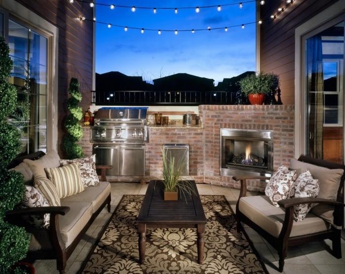 déco de balcon ou terrasse avec petite cuisine en pierre équipée de barbecue et cheminée en acier inoxydable