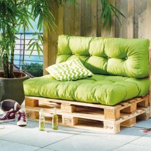 Place assise supplémentaire avec un mobilier DIY – fauteuil, canapé ou banquette en palette