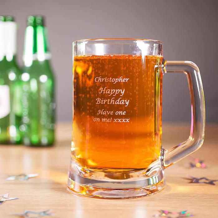 Idée cadeau homme 30 ans idée de cadeau pour homme comment choisir le cadeau homme verre de biere personnalise