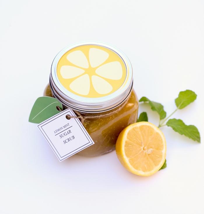 comment fabriquer un gommage maison au sucre, menthe et citron, idée comment faire ses produits beauté naturels soi meme