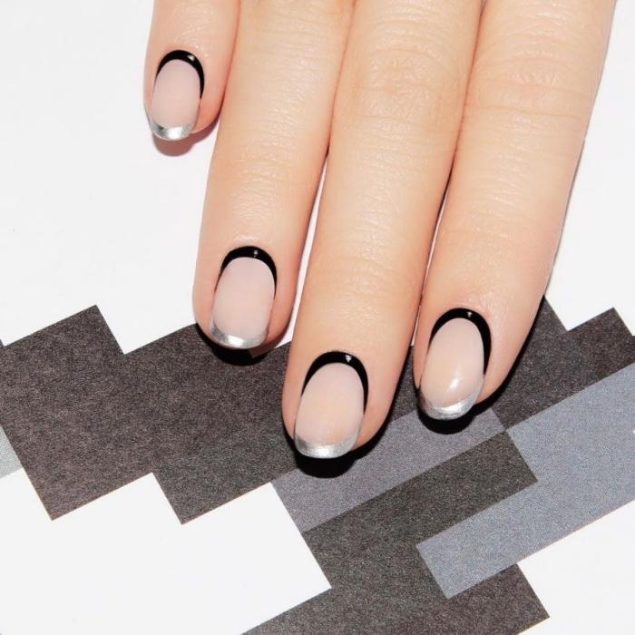 exemple de nail art élégant et minimaliste de style french manucure avec base transparente mate et bouts métallique en argent