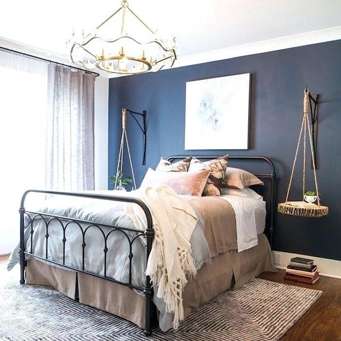 Peinture mur chambre peinture mur chambre parentale moderne nordique cocooning bleu mur bois balançoire chevet table