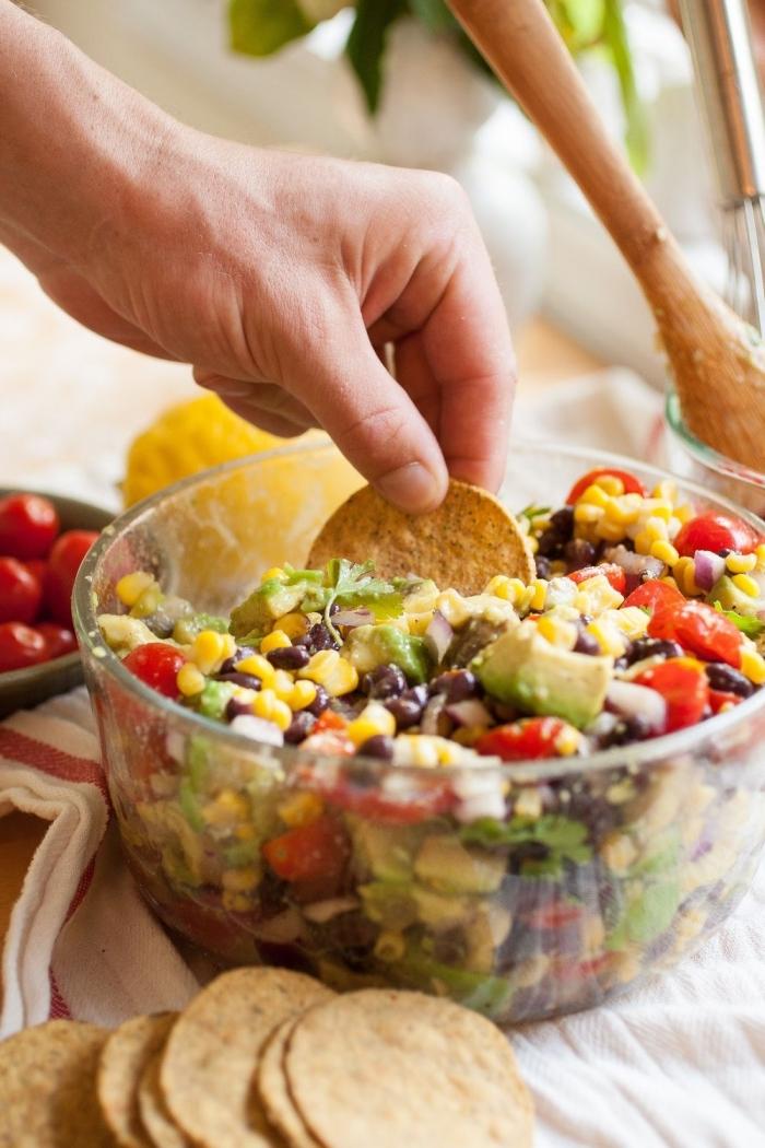 recette d'apéro dinatoire facile et rapide, recette salade été mexicaine de haricots noir, maïs, tomates cerises et d'avocat