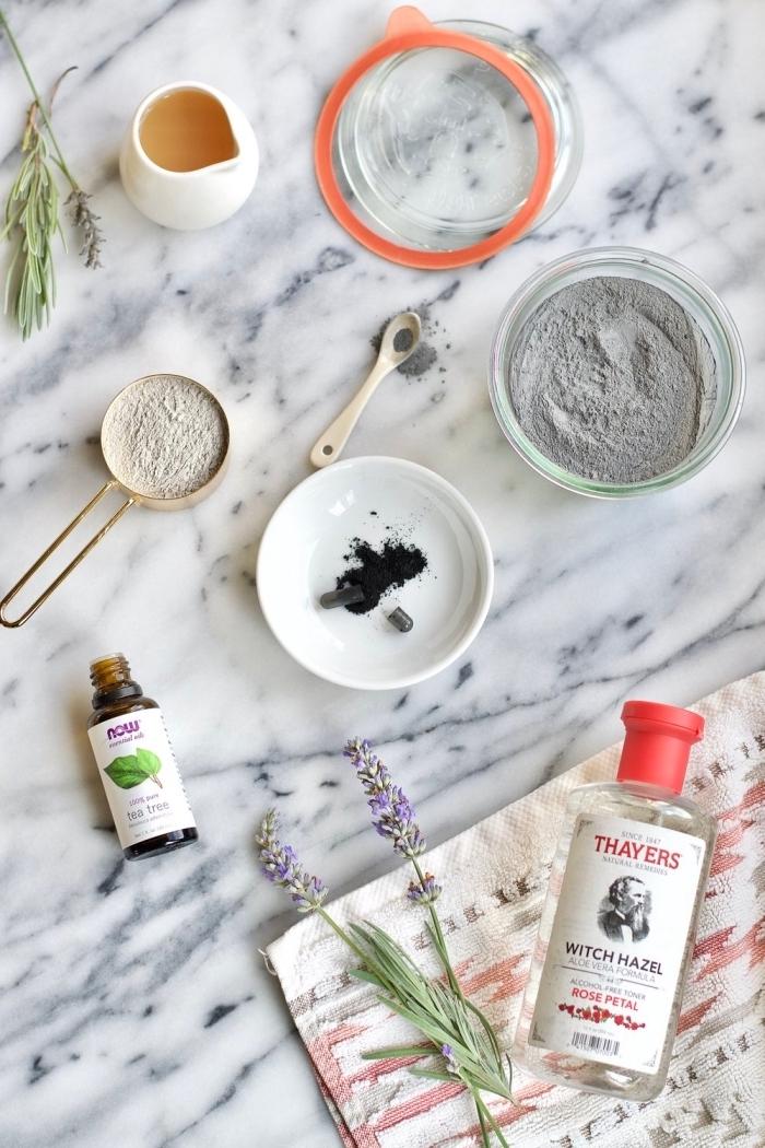 recette de masque purifiant efficace à l'argile bentonite, charbon actif et vinaigre de cidre pour nettoyer une peau sujette aux imperfections