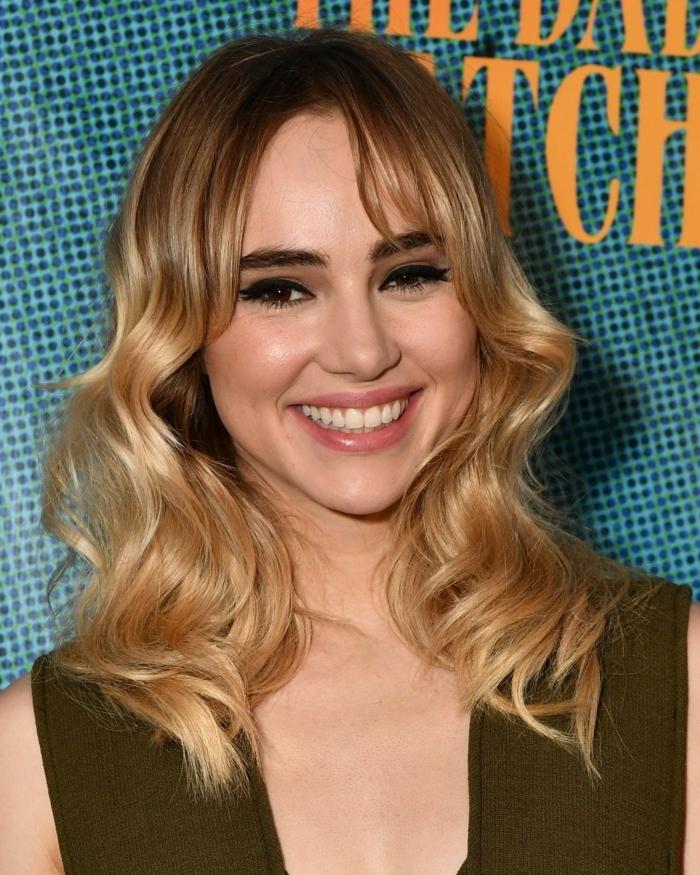ombré hair blond, carré long blond avec racines foncées, tie and dye cuivré, frange