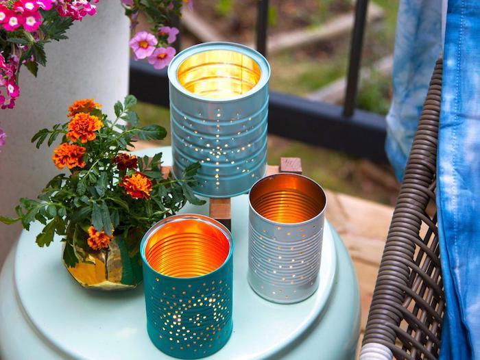 lanterne diy fabriquée dans une boite de conserve à petits trous avec bougie à l intérieur, deco exterieure a faire soi meme, bricolage facile et rapide