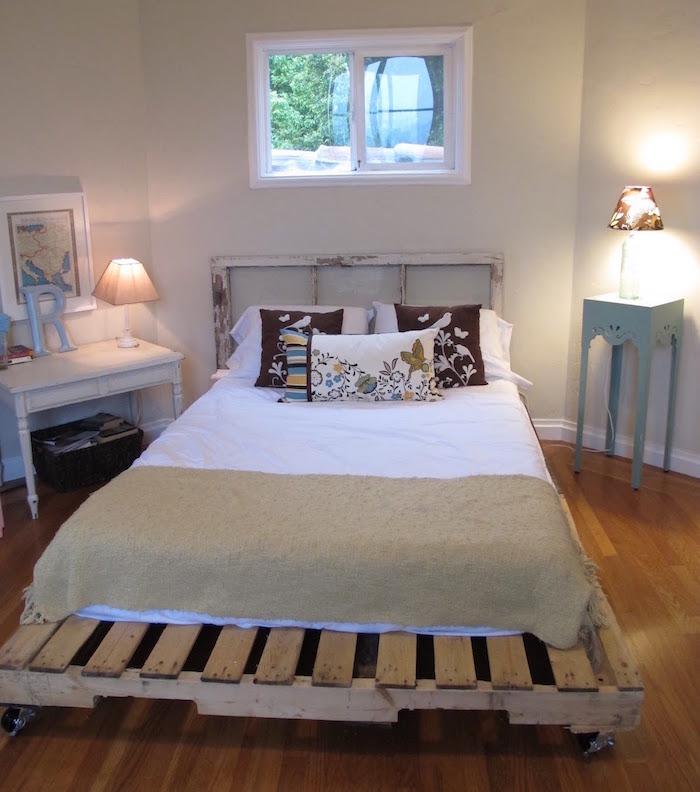 fabriquer un sommier avec grande palette pour lit sur roulettes