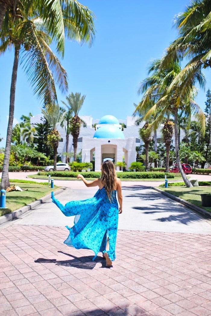 Tenue de vacances robe legere robe de plage longue robe qui souligne la beauté féminine