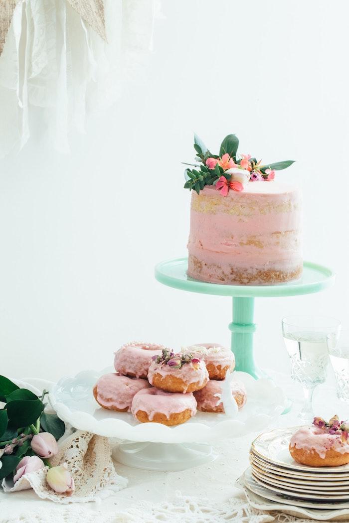Gateau anniversaire garcon gateau rapide gâteau pour enfant fruits gourmands rose couverture fleurs comestibles