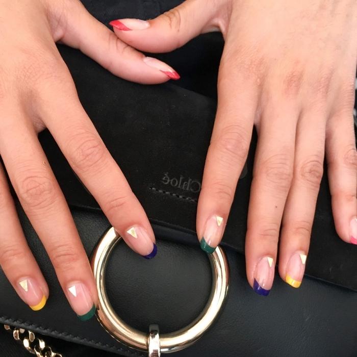 modele ongle en gel avec manucure à design français en couleurs, idée nail art original et moderne avec simple déco