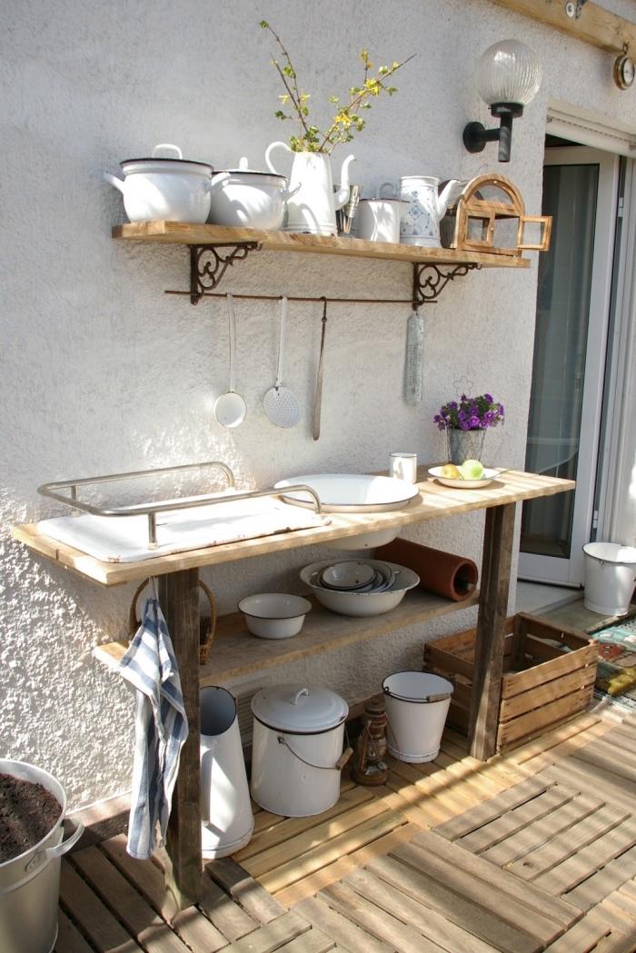 idée comment arranger ustensile de cuisine jardin avec meuble de rangement en bois solide étagères murales