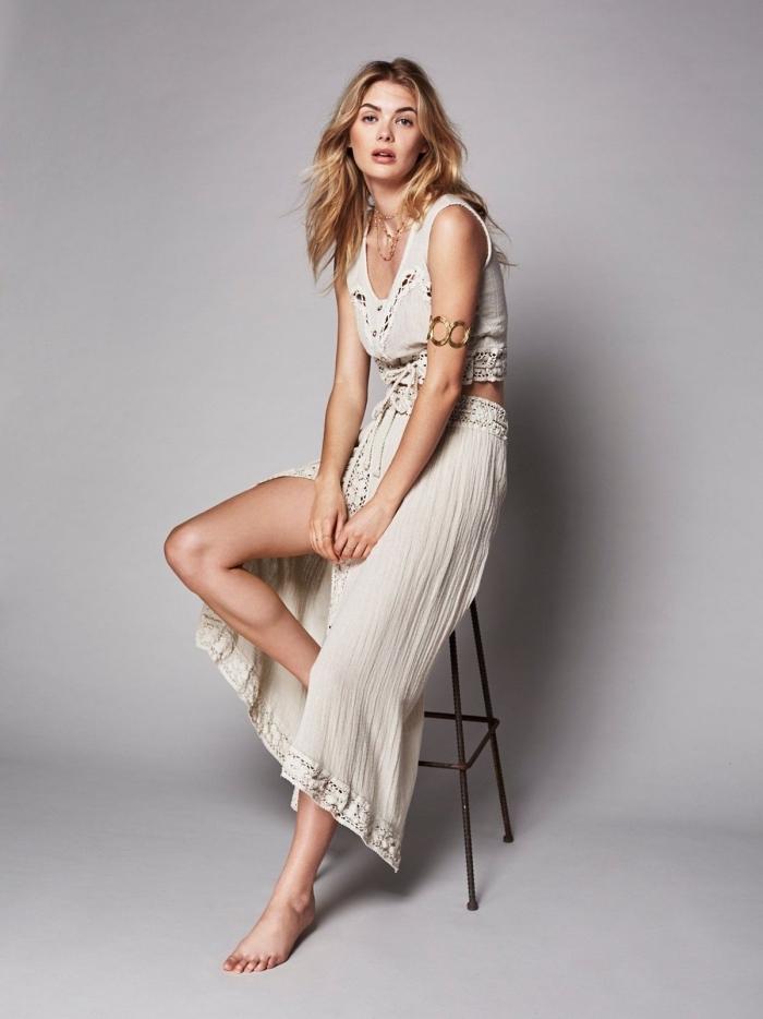 exemple de jupe taille haute longue et top de couleur blanche à design broderie pour un look bohème chic femme