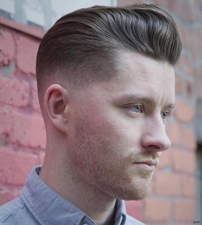 coupe dégradé court homme blond avec dessus plus long en arriere style pompadour hipster