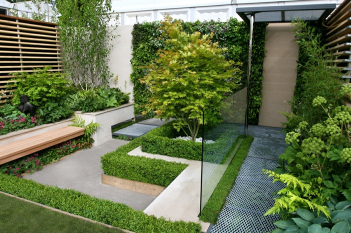 culture verticale, cloison végétale, jardin zen, aménagé selon les principes du Feng-shui, motifs de labyrinthe, petits arbrisseaux, cloison en bois clair