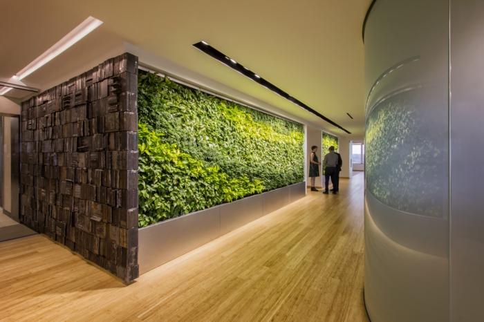 culture verticale, mur végétal intérieur, espace public, édifice administratif, sol recouvert de parquet PVC en couleur beige, plafond en couleur jaune