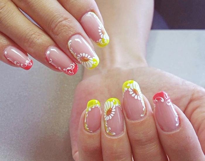 idée manucure french en couleur avec bouts de couleur rouge et jaune, nail art avec dessin aux motifs volutes et floraux blancs