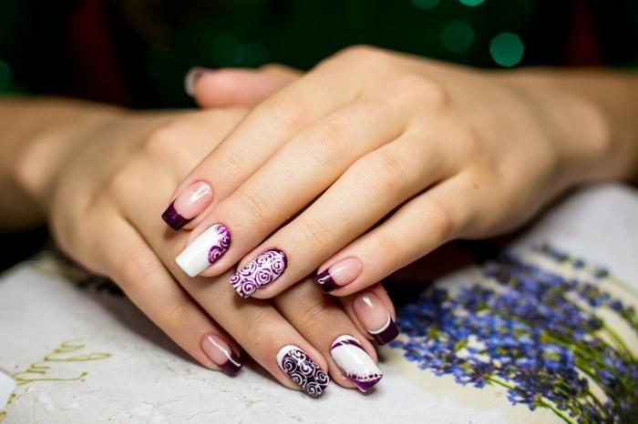 couleur ultra violet comme manucure tendance à design french, nail art en blanc et violet avec déco florale