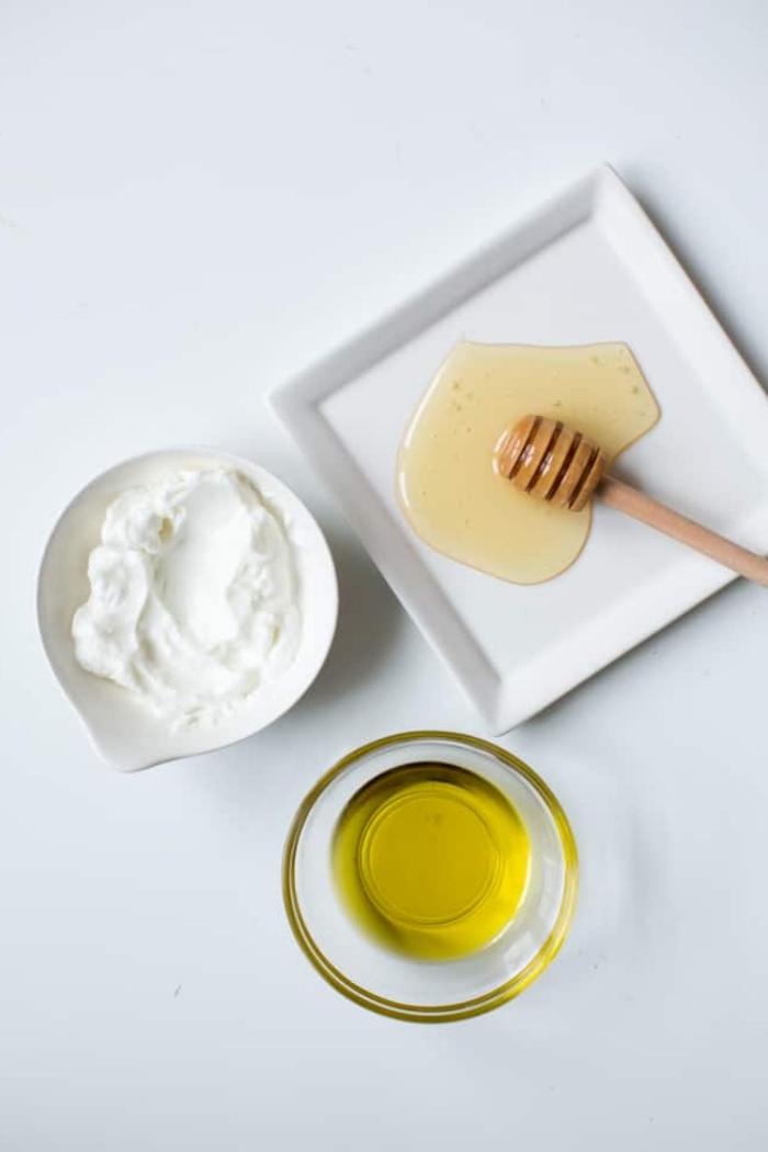 un masque hydratant maison au yaourt, miel et huile d'olive qui fait office aussi de masque cheveux