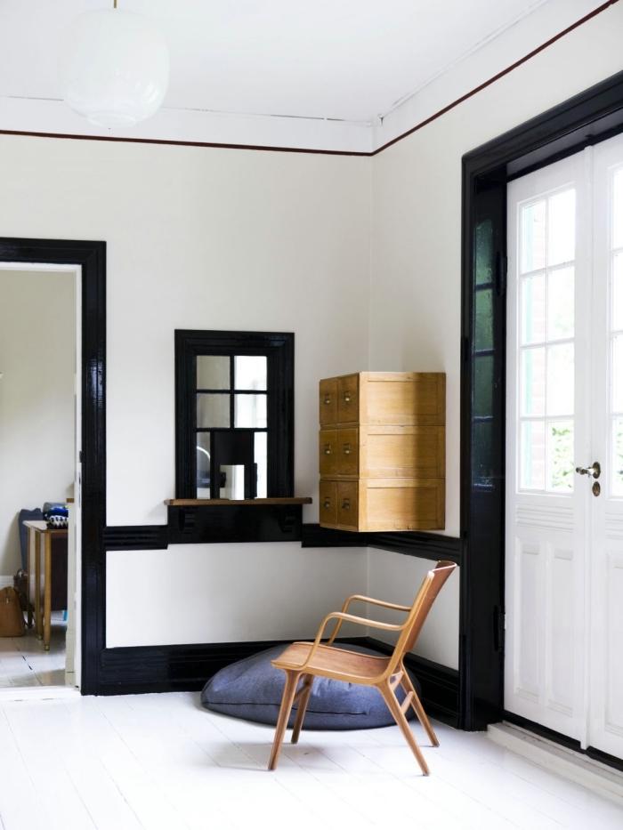 peinture bois interieur pour mettre en valeur les boiseries, peindre les plinthes, les moulures et les encadrement de la même couleur pour un effet de continuité