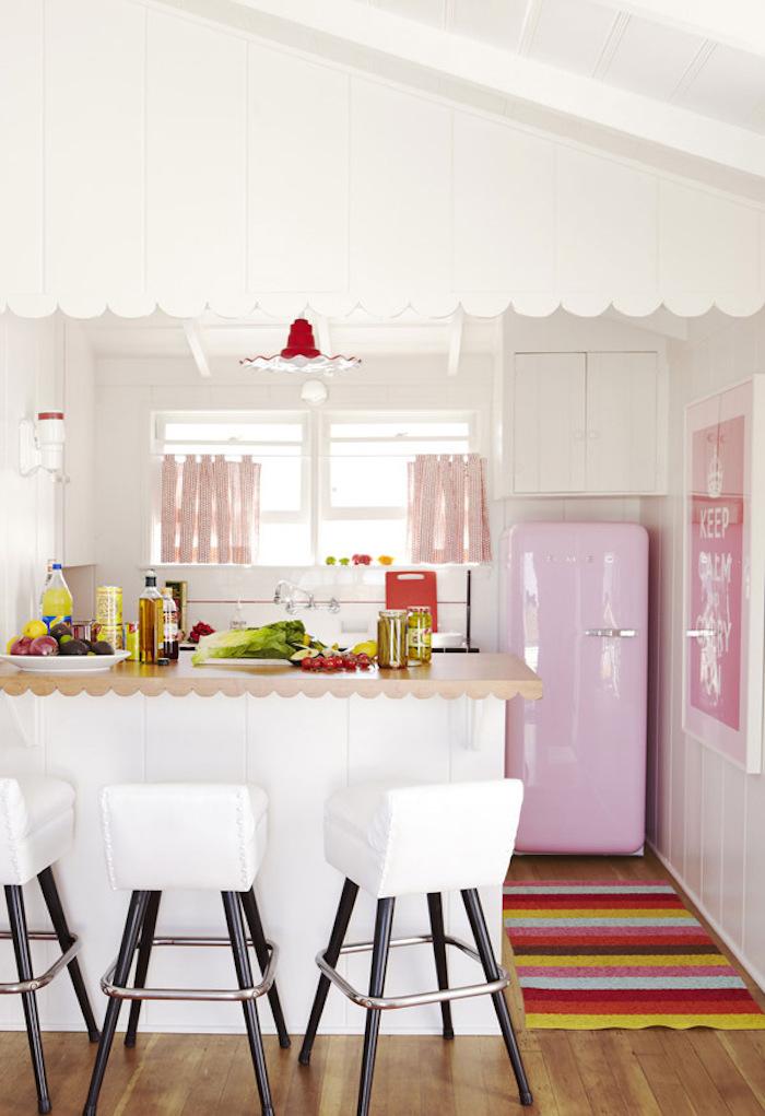 La plus belle cuisune du monde rustique deco rose poudré chambre blanc et rose cuisine frigo rose