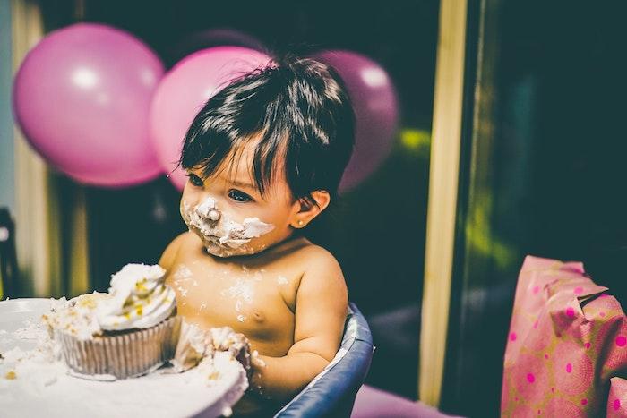Enfant qui aime gateau anniversaire garcon dessert facile et rapide crème saveur chouette spécial muffin pour le bébé