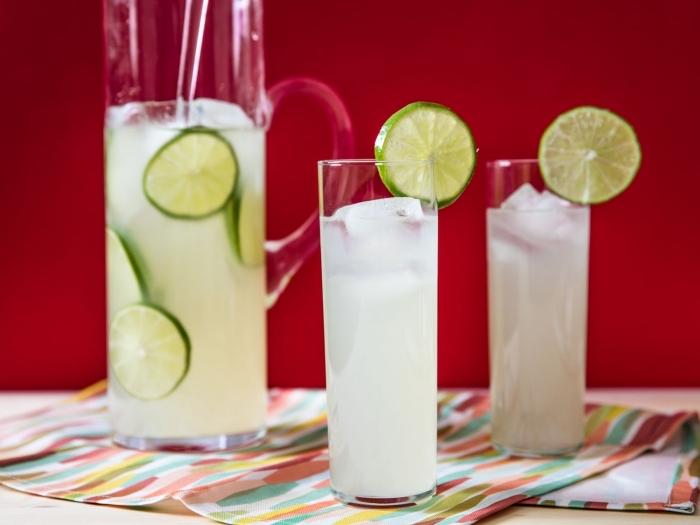 idée cocktail rafraîchissant d'été sans sucre et alcool, recette pour préparer une citronnade au jus de citron vert