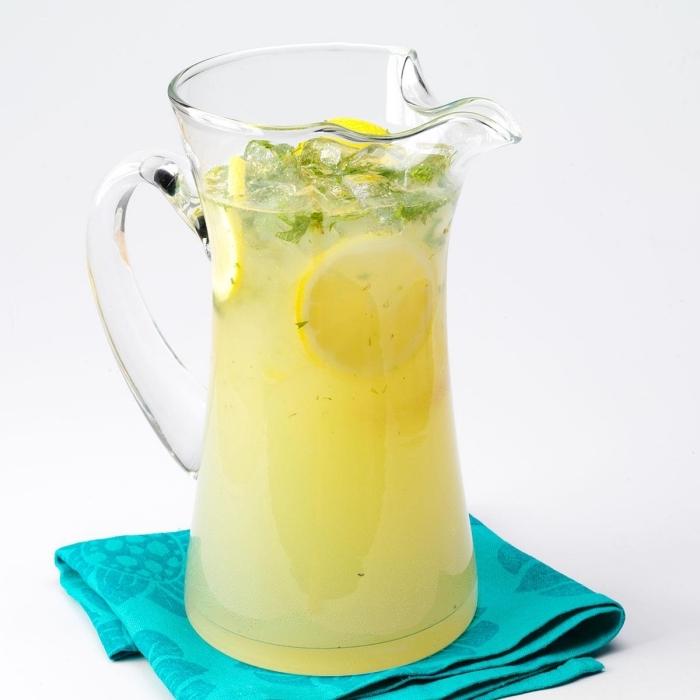 citronnade recette facile à préparer chez soi, quels produits pour faire une limonade au jus de citron et feuilles menthe