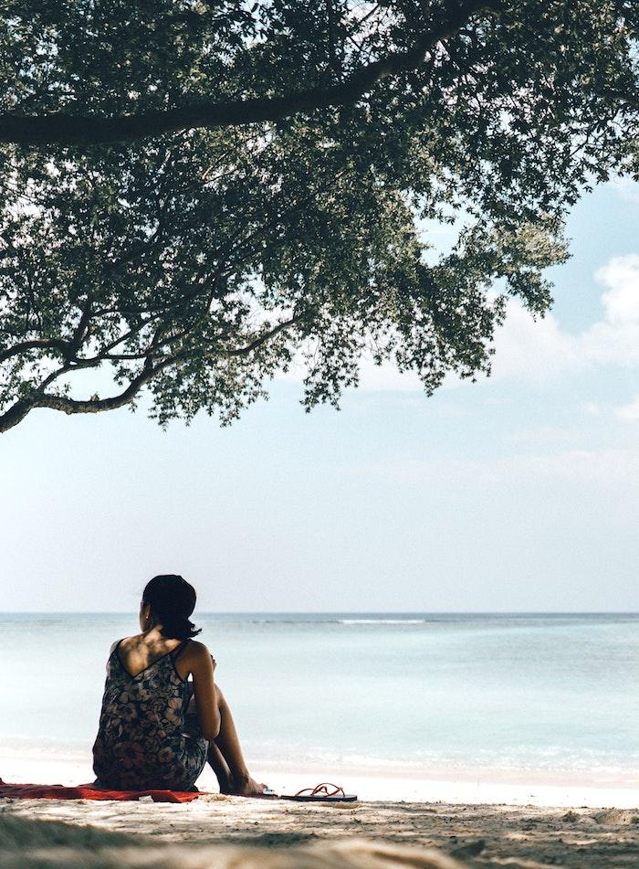 Robe bretelle robe legere cool idée comment s'habiller demain edition été femme à la plage