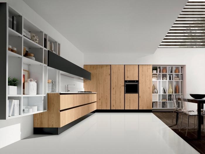 astuce décoration intérieure moderne dans une cuisine grande et ouverte avec meubles de bois clair et finition noir mate