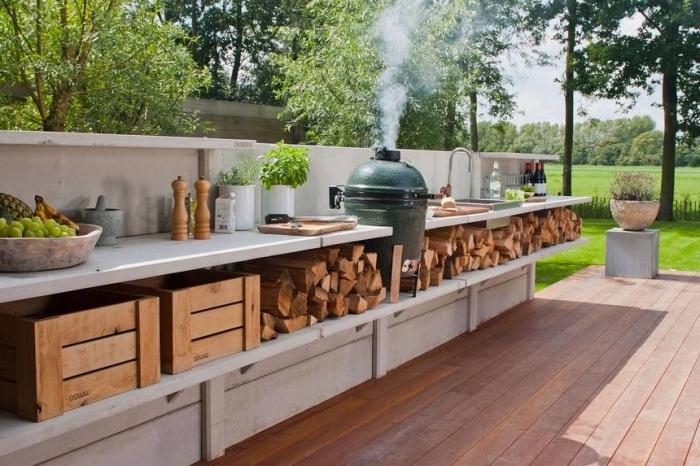 idée comment aménager une cuisine en longueur avec rangement ouvert et plan de travail de matériel résistant