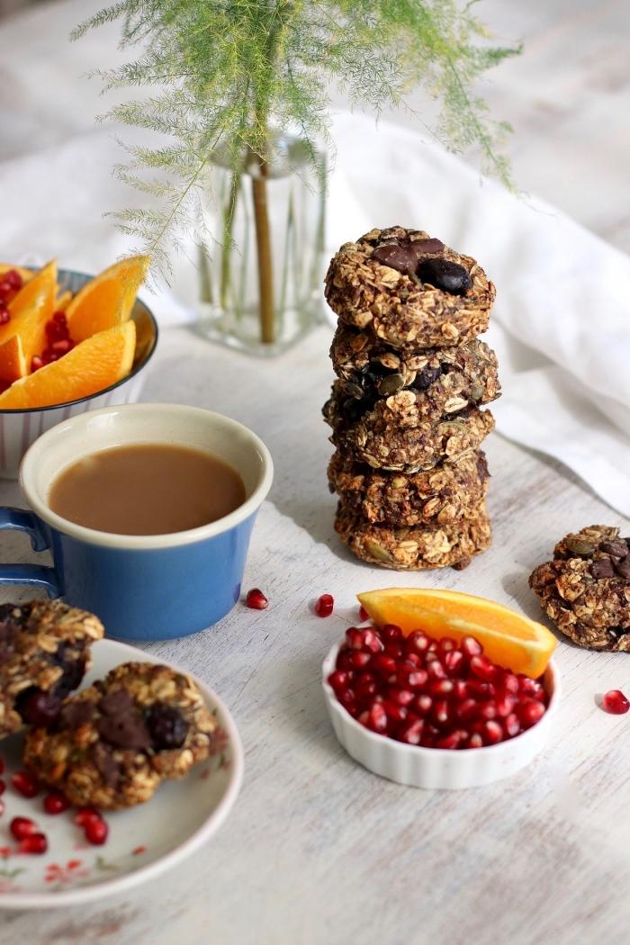 recette de cookies vegan aux flocons d'avoine, banane et amandes, idéal pour un petit-déjeuner ou une collation saine