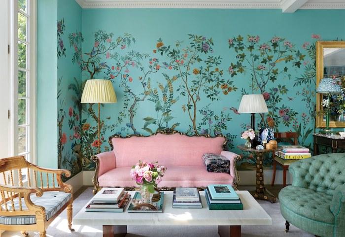 Rose poudré peinture chambre rose poudré intérieur rose poudré mignon mur bleu avec fleurs dessinés canapé rose table basse blanche marbre