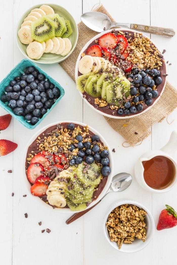 petit déjeuner sain bol de smoothie façon bol d'açai vegan au granola, comment faire un açai bowl vegan parfait
