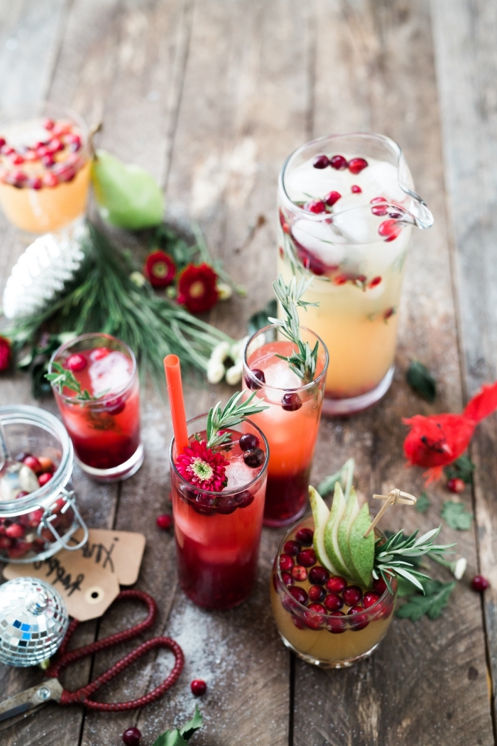 comment faire un cocktail frais pour l'été avec de l'eau et fruits saisonniers, limonade aux fruits grenade et citron vert